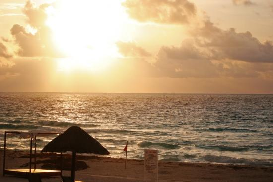The Royal Sands Resort & Spa All Inclusive: Every sunset was phenomenal