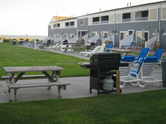 Edgewater Beach Resort Picnic Tables Grills And Chairs