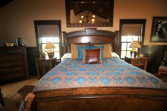 Copperstone Inn: Bed in Sundance Suite