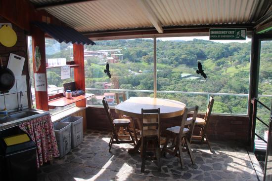 Cabinas and Hotel Vista Al Golfo: la cuisine commune du deuxième étage de l'auberge, propre, bien équipée et une superbe vue