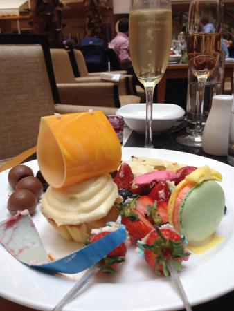 The Westin Bund Center : The champagne brunch! The food is just amazing! Free flow of Tattinger by friendly, helpful staf