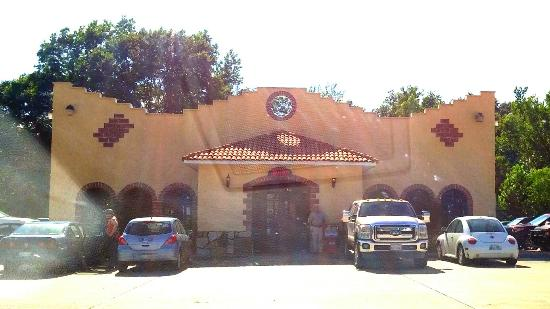 El Vallarta Mexican Restaurant: It sits back off the road a piece.