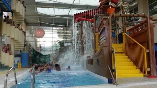 Le bateau pirate de la piscine photo de h tel explorers for Piscine hotel explorer