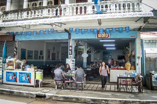 Khao Soi Phor Jai restaurant: Khao Soi Phor Jai - street view