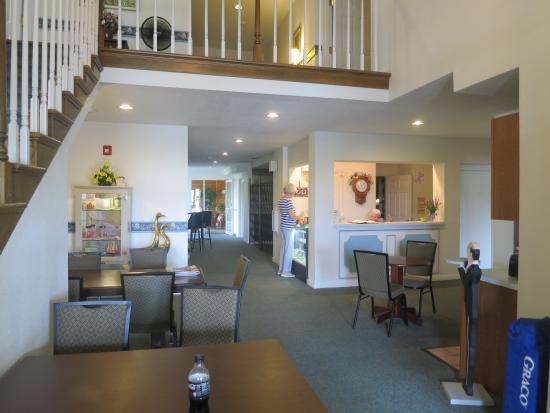 Mayville Inn: The pleasant lobby