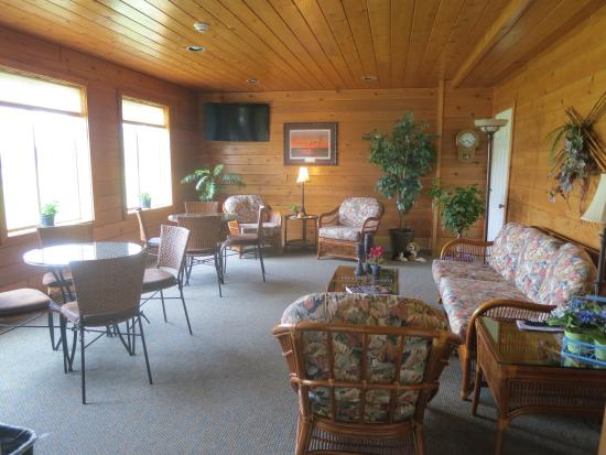Mayville Inn: A nice sitting room