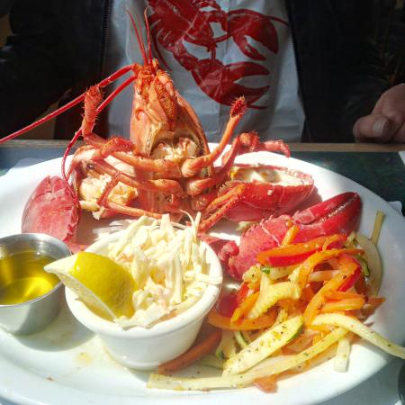 Tides Restaurant: Lobster lunch on the bay