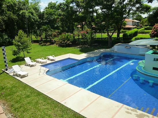 Piscina picture of la cachamera hotel granada tripadvisor for Hotel granada piscina