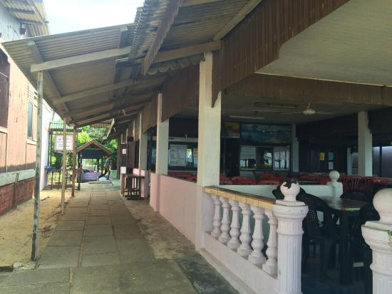Rantau Abang, มาเลเซีย: THE RESTAURANT AREA AND RECEPTION COUNTER