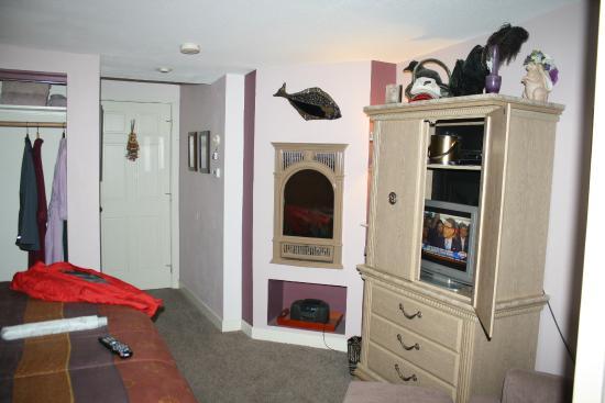 Black Bear Inn: propane fireplace :)