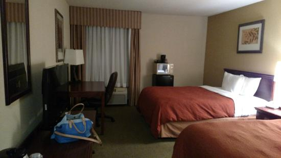 Country Inn & Suites By Carlson, Greenfield: A clean and comfy place to rest my head is just what I needed!