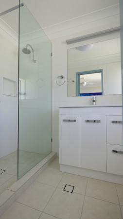 Pacific Place Apartments: 2 Bedroom Apt bathroom