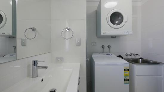 Pacific Place Apartments: 2 Bedroom Bathroom