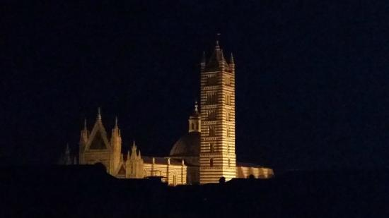 Hotel Duomo: Night view of top of Cathedral from Room 52