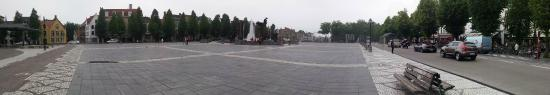 Hotel 't Zand: Adjacent town square