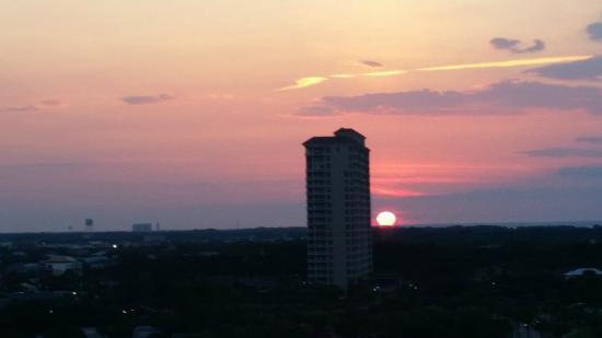 TOPS'L Beach & Racquet Resort: Sunset Views