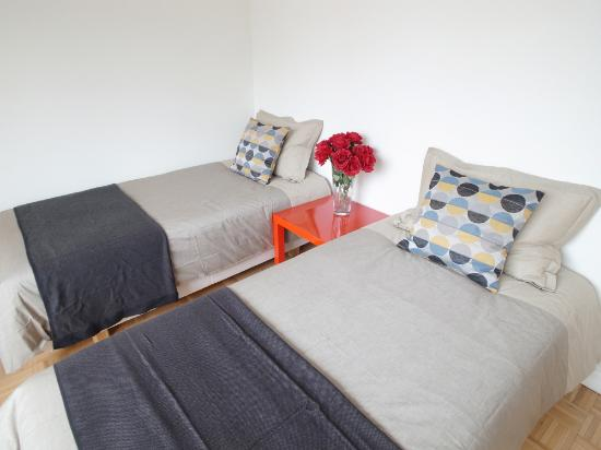 Guest House I enjoy NY: APPLE room
