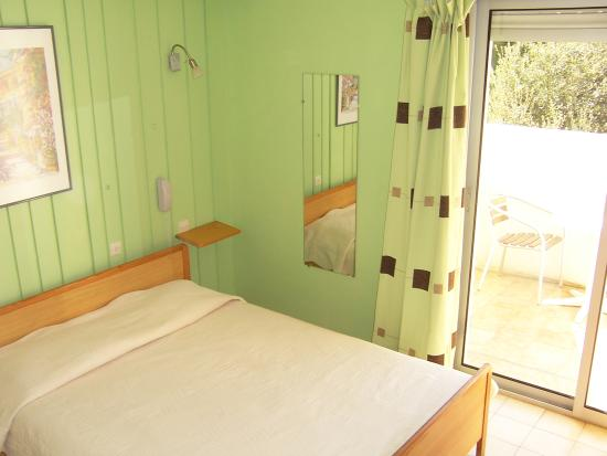 Hotel La Parenthese : chambre simple avec terrasse
