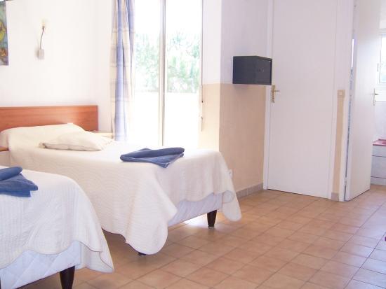 Hotel La Parenthese : chambre cote mer climatisée avec terrasse