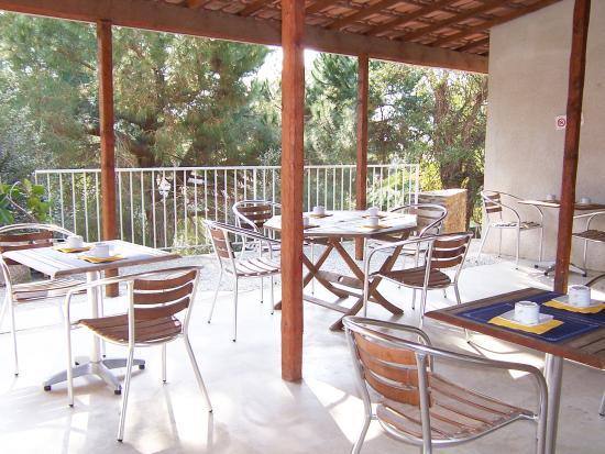 Hotel La Parenthese : terrasse Petit dejeuner