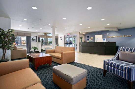 Microtel Inn & Suites by Wyndham Klamath Falls: Relax in our Lobby