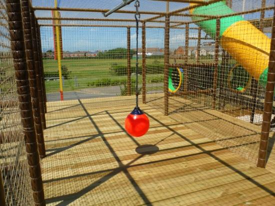 Fort Fun: Giant Play Fort swing rope