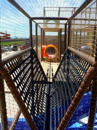 Fort Fun: Giant Play Fort net bridge