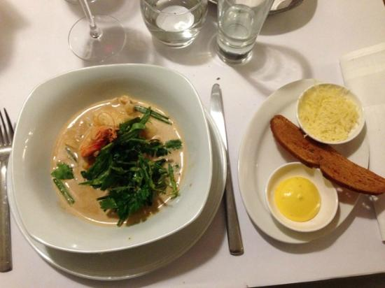 Restaurant Et: Fish soup with white fish and shellfish, served with aioli and bread