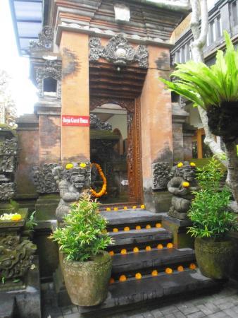 Bayu Guest House: exterior