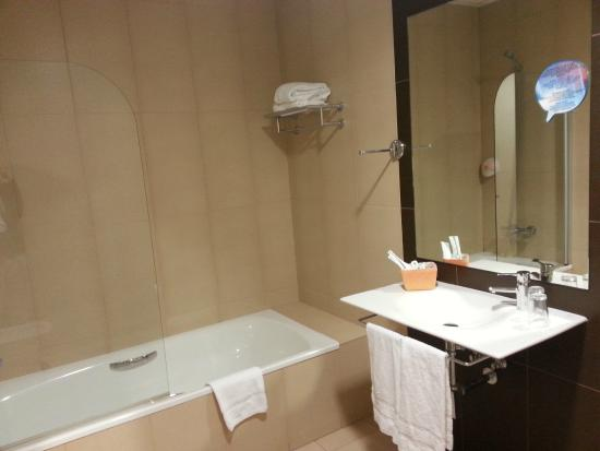 Hotel Spa Norat Torre do Deza: Bathroom