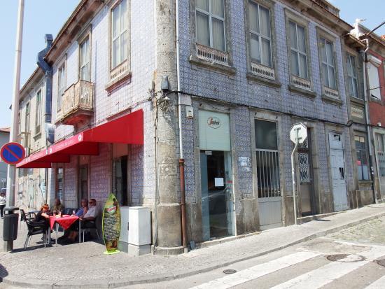 Tasquinha do Cricas: vue depuis la rue
