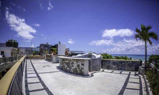 Hotel Cielo: Rooftop Patio with magnificent seaview