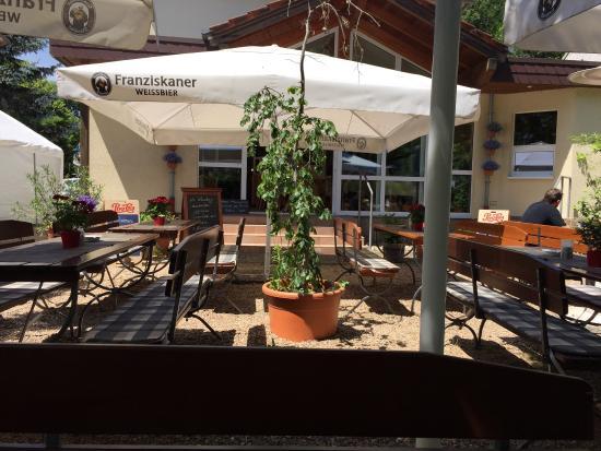 Beckingen, Alemanha: Mittags im schönen Garten