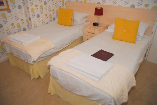 Weymouth Beach B&B: Our ground floor twin room, offers comfortable accommodation without having to climb lots of sta