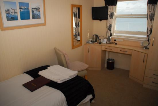 Weymouth Beach B&B: This is our 2nd floor sea view single room with newly rebuilt ensuite, fridge access, free Wi-Fi