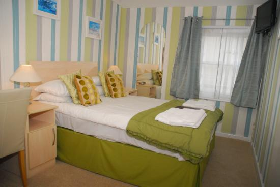 Weymouth Beach B&B: Ground floor double room with newly rebuilt ensuite, free Wi-Fi, fridge access, free parking.
