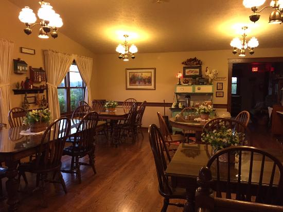 Miller Haus Bed and Breakfast: Dining room