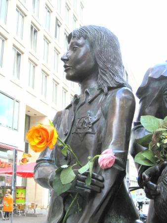 Berlin Jewish Tours: Kindertransport Memorial
