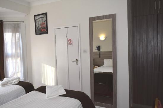 Holland Park Grove Hotel: Room