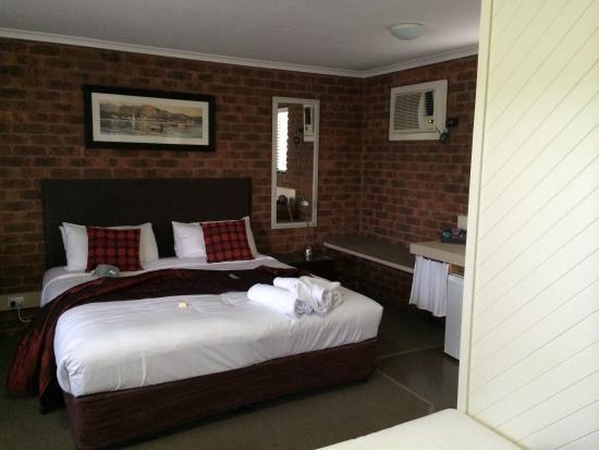 Bedroom Sink Area Picture Of Admiral Motor Inn Rosebud
