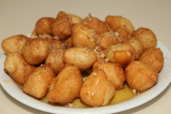 "Di Giorgio: greek speciality ""Loukoumades"" with honey and cinnamon"