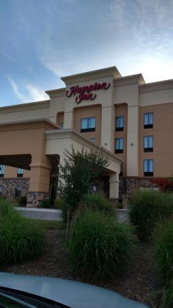Hampton Inn Cleveland : Hotel entrance
