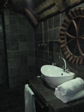 Little Eden Guest Lodge: Suite 12 bathroom