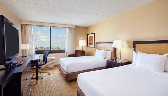 Hilton Hasbrouck Heights / Meadowlands: Double Bed Guest Room With NYC Skyline View