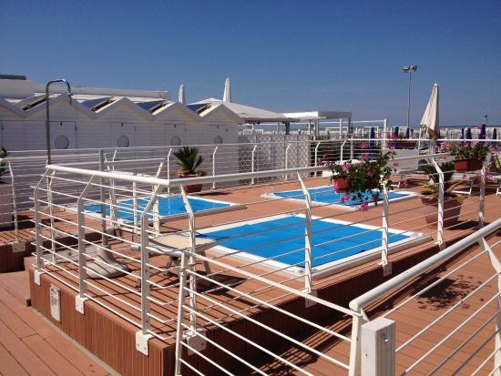 Marano Beach 135-136 : Struttura molto ben attrezzata con personale gentile e disponibile