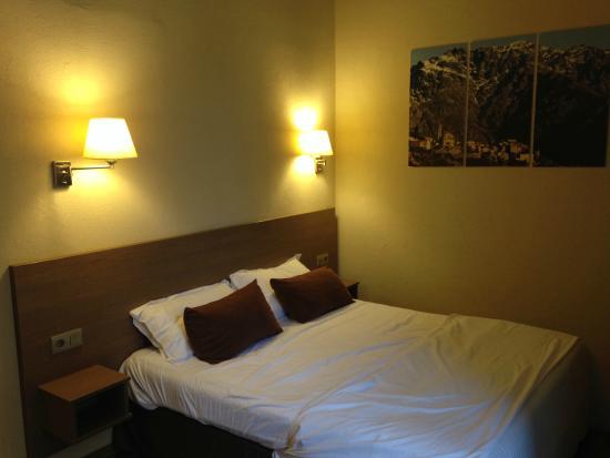 Hotel Duc de Padoue : Lit principal