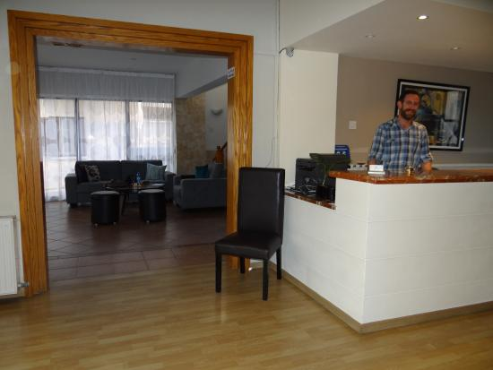 Alexia Hotel Apartments: Reception desk and lounge