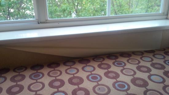 Microtel Inn & Suites by Wyndham BWI Airport Baltimore : peeling wallpaper