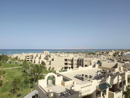 Coral Sea Aqua Club Resort: территория отеля, вид с аквапарка