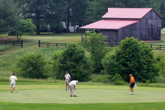 Crozet, VA: Barn near 9 green